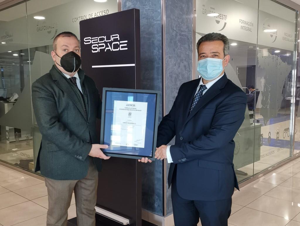 Raúl Coucho y Ángel Luis Sánchez -ISO 27001